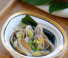 金菇鲜蛤汤