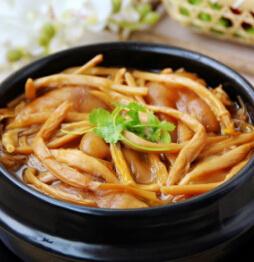 金针菇猪蹄煲