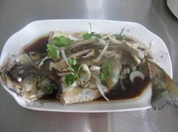木耳蒸鲈鱼